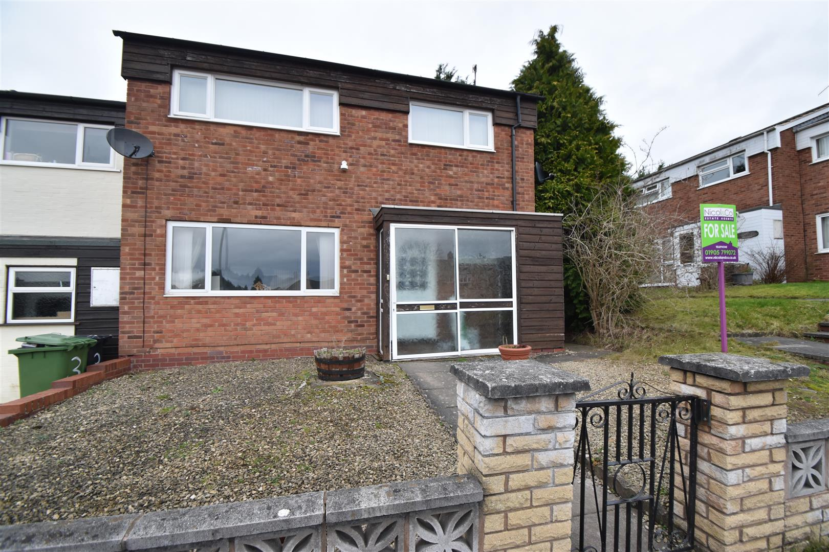 3 Bedrooms End Of Terrace House for sale in Woodfields, Droitwich